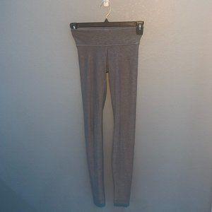 Lululemon ( grey leggings)